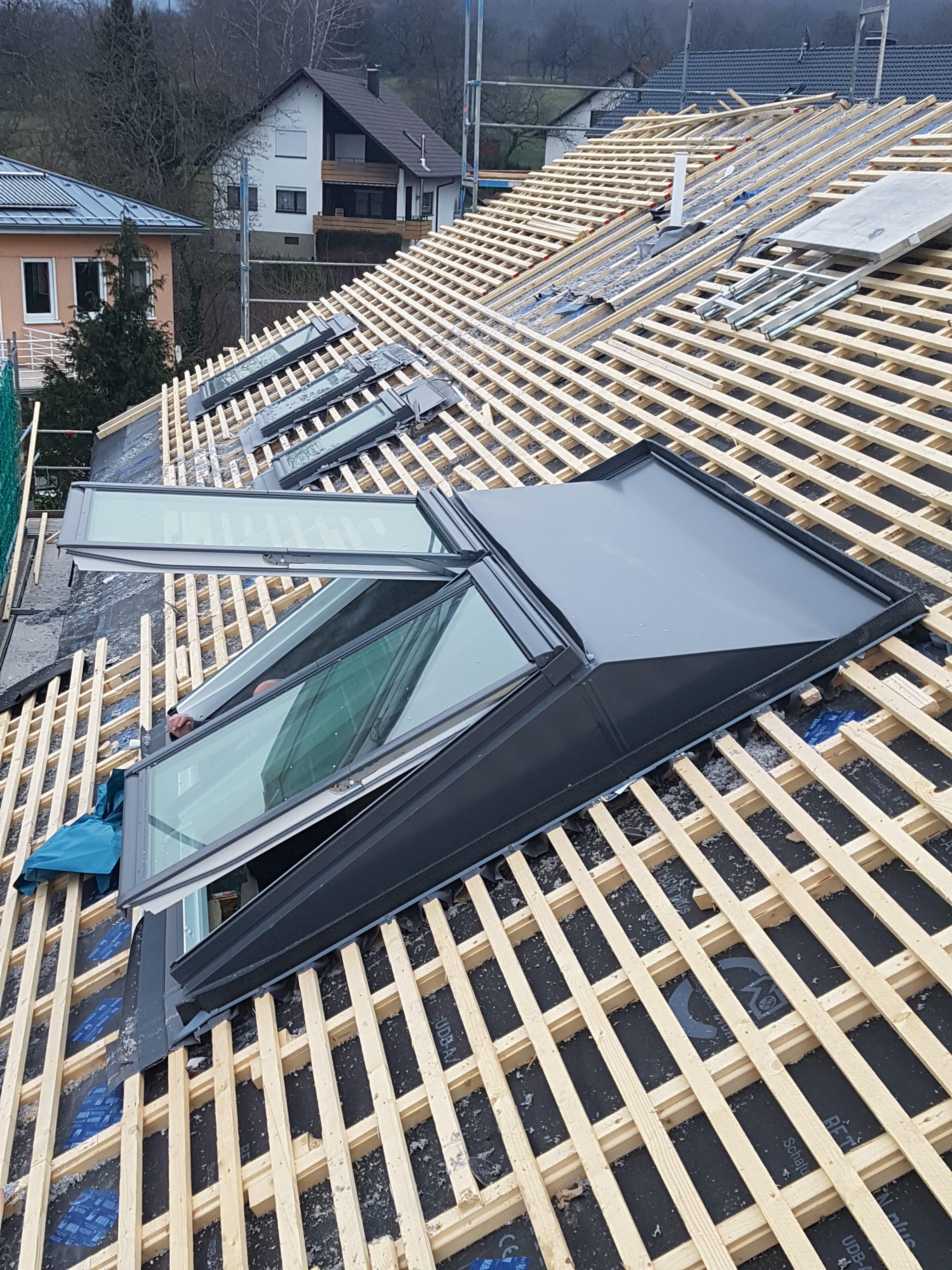 wer baut dachfenster ein trendy dachfenster montage einbau austausch velux with wer baut. Black Bedroom Furniture Sets. Home Design Ideas